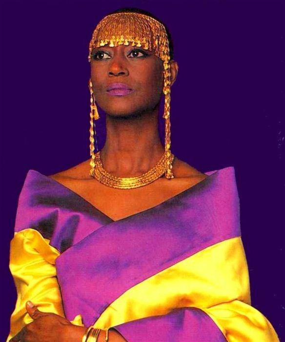 Элизабет Фон Торо в роли модели.